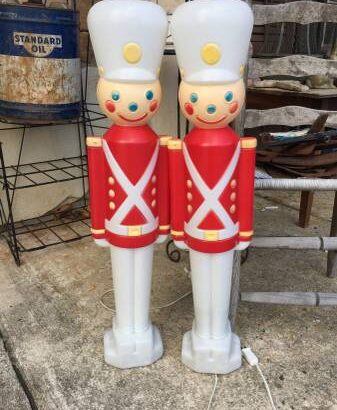 Pair of Empire light up soliders – $40
