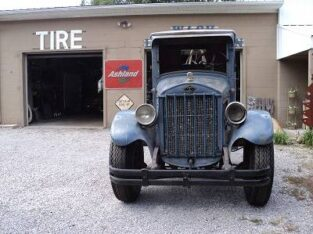 antique 1929 Diamond T truck – $9,500